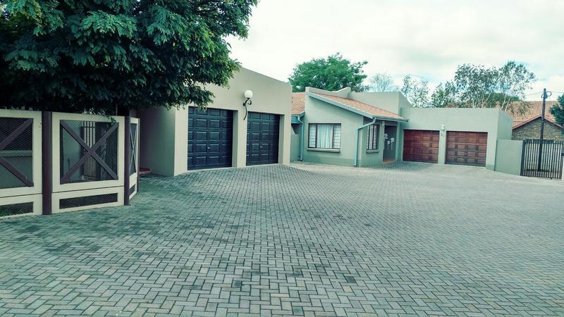 Property For Rent in Moreletapark, Pretoria 13