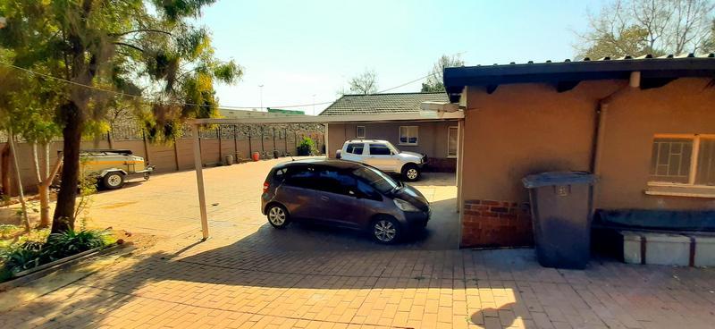 House For Sale in Weavind Park, Pretoria